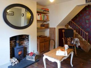 51 SYDENHAM STREET, pet friendly, character holiday cottage, with a garden in Whitstable, Ref 10442 - Kent vacation rentals