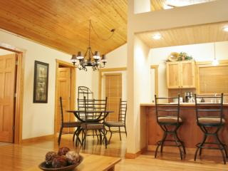 Right By S.D.C.! -King Beds -Jet Tub +10' Ceiling! - Branson vacation rentals