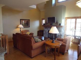 Goldenbar 23 - Two bedroom, Three Bath Townhome. Sleeps 6. WIFI. Pet Friendly - Tamarack Resort vacation rentals