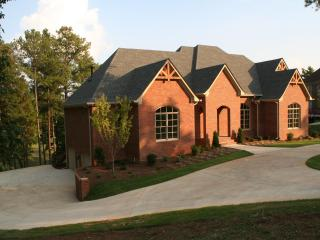 On RTJ Trail, 4 Suites, 8 Beds, 5 TVs, Pool Table! - Birmingham vacation rentals