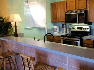 Cozy block to beach BBQ & Wash, sleeps 6 pets ok - South Padre Island vacation rentals