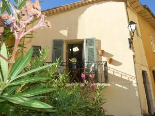 Town house heart of old Villefranche w balcony - Villefranche-sur-Mer vacation rentals