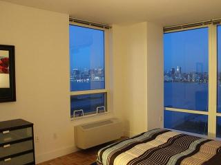 2 Bedroom Suite Facing New York City!! - Greater New York Area vacation rentals