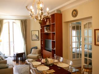 Paris: Le Trésor, Montmartre - luxury 2 bed apt. - Nice vacation rentals