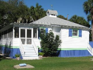 Blue Moon Cottage at 1116 Jones Avenue - Georgia Coast vacation rentals