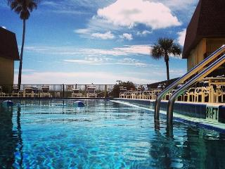 A ALL INCLUSIVE COCOA BEACH CONDO BY PIER 2 Bed/2 - Cocoa Beach vacation rentals