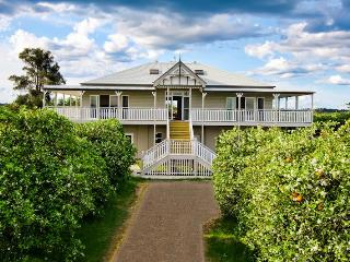 CORNWALLIS HOUSE. 4 b/r luxury waterfront property - New South Wales vacation rentals