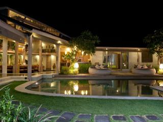 STUNNING VILLA Heart of Seminyak 5min to Beach4bed - Seminyak vacation rentals
