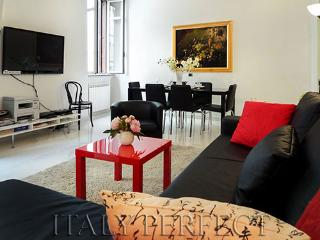 Spanish Steps-Sleek-Terrace-Washer+Dryer-Sabini - Rome vacation rentals