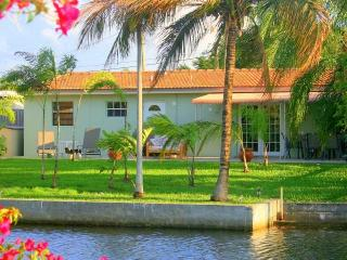 Lovely Waterfront Bungalow 2/1.5 for 6 guests 1159 - Hollywood vacation rentals