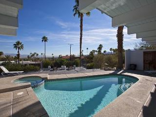 Hilltop Haven ~ Special - Take 15% off 5 Nights thru 10/1 - Palm Springs vacation rentals