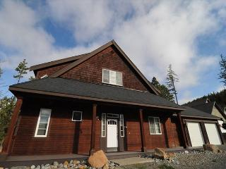 Awesome Custom 3BD Cabin* Pool, Hot Tub, Wi-Fi* Slps10* Near Lake & Suncadia! - Ronald vacation rentals