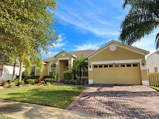 FAIRVIEW: 5 Bedroom Pool Home Overlooking Golf Course with Two Master Suites - Davenport vacation rentals