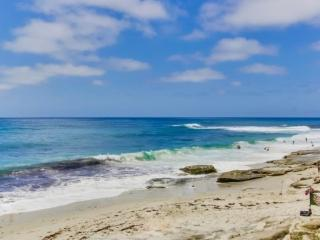 Gaby's La Jolla Beach Getaway - Lower Unit, 2 bdrm/2bath - La Jolla vacation rentals