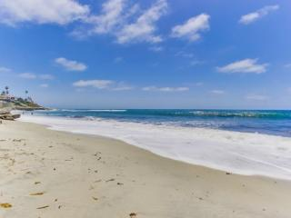 Gaby's La Jolla Beach Getaway - Upper Unit 2bdrm/2bath - La Jolla vacation rentals