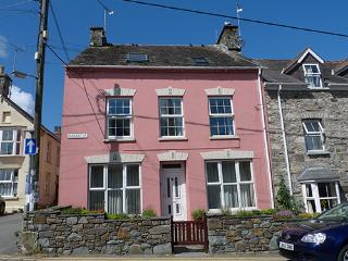 Five Star Holiday Home - The Pantry, Newport - Pembrokeshire vacation rentals