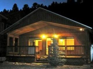 Adorable Cabin on the Red River - Red River vacation rentals