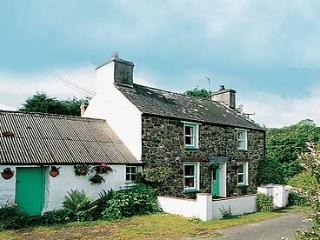 Child Friendly Holiday Cottage - Maengwyn, Nr Cwm Yr Eglwys - Dinas Cross vacation rentals