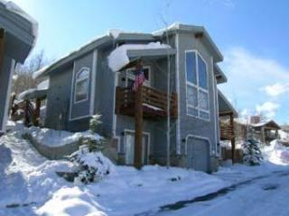 View of front of townhome - Great 2 Family - 4 BR Ski Home- 2 King Master Bdms - Deer Valley - rentals