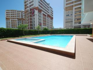 Luxurious 2 Bed apt with Pool & A/C close to beach - Portimão vacation rentals