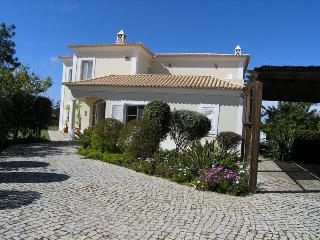 Lovely 4 bedroom villa in Vila Sol - Almancil vacation rentals