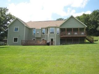 ~ 3 BR Home with Outdoor Hot Tub, Pool Table, Fireplace and WiFi ~ - Illinois vacation rentals
