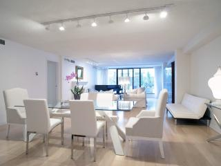 Large Lux Yorkville Next to Four Seasons Hotel - Toronto vacation rentals
