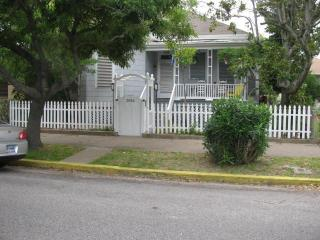 Sand Dollar Cottage - Book 6 nights, 7th is FREE! - Galveston vacation rentals