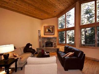 Copenhagen Chateaux-Spacious Luxury Cabin, Peaceful Wooded Settingsleeps 10!** - Truckee vacation rentals