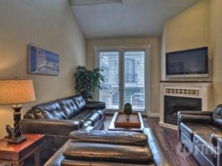 Newly Upgraded 3-Level Townhouse, Steps to the Sand, with Ocean Views from Rooftop Lanai (392067) - Newport Beach vacation rentals