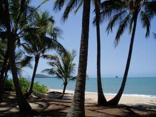 Absolute Beachfront Villa Apt - 1, 2 or 3 Bedroom - Cairns District vacation rentals