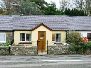 2 TYN LON COTTAGES, family friendly, with a garden in Beaumaris, Ref 12132 - Island of Anglesey vacation rentals