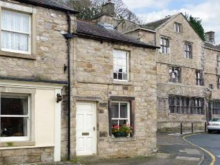 WELL COTTAGE, romantic, character holiday cottage in Settle, Ref 11866 - Settle vacation rentals
