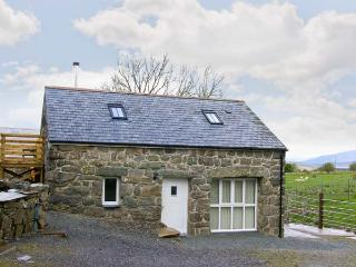 HENDRE COTTAGE, family friendly, character holiday cottage, with a garden in Trawsfynydd, Ref 8853 - Trawsfynydd vacation rentals