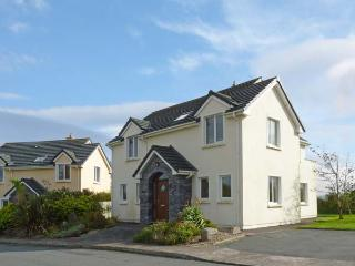 NUMBER 14 KNIGHTS HAVEN, pet friendly, with a garden in Knightstown, County Kerry, Ref 11746 - Knightstown vacation rentals