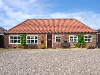 THE STABLES, pet friendly, country holiday cottage, with a garden in Louth, Ref 11832 - Louth vacation rentals
