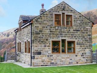LONG LEES FARM COTTAGE, family friendly, country holiday cottage, with a garden in Todmorden, Ref 11981 - West Yorkshire vacation rentals