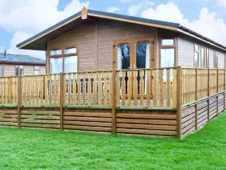 GRESSINGHAM TWO, pet friendly, country holiday cottage, with pool in South Lakeland Leisure Village, Ref 12262 - South Lakeland Leisure Village vacation rentals