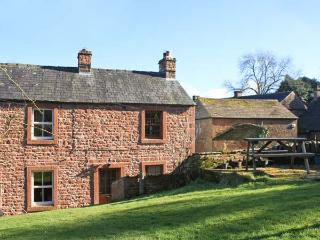 LONNIN COTTAGE, pet friendly, character holiday cottage, with open fire in Glassonby, Ref 11661 - Penrith vacation rentals