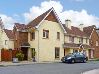 22 CLUAIN NA GREINE, family friendly, with a garden in Dungarvan, County Waterford, Ref 10884 - County Waterford vacation rentals