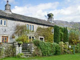 STOCKDALE HOUSE, family friendly, character holiday cottage, with a garden in Feizor, Ref 11277 - North Yorkshire vacation rentals
