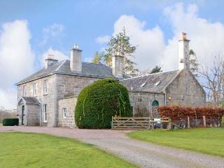 INVERALLAN HOUSE, pet friendly, luxury holiday cottage, with a garden in Grantown-On-Spey, Inverness-Shire, Ref 12349 - Aviemore and the Cairngorms vacation rentals