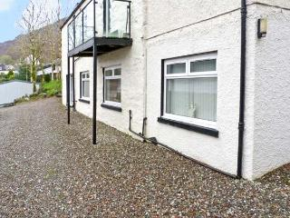 CAIRN VIEW, pet friendly, country holiday cottage, with a garden in Arrochar, Ref 10012 - Arrochar vacation rentals