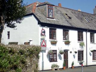 2 GRANGE COTTAGES, character holiday cottage in Plymouth, Ref 11723 - Plymouth vacation rentals
