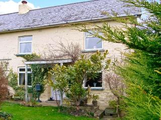 MAJESTIC, pet friendly, character holiday cottage, with a garden in Shaftesbury, Ref 12541 - Shaftesbury vacation rentals