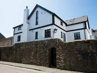 Five Star Child Friendly Holiday Cottage - Wall Cottage, Tenby - Tenby vacation rentals