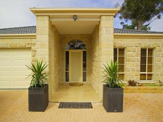 Bulla Hill Melbourne with Free CAR Rental - Melbourne vacation rentals