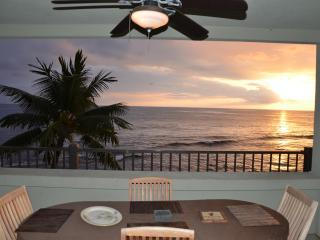 Direct oceanfront corner unit - Banyan Tree 306 - Kona Coast vacation rentals