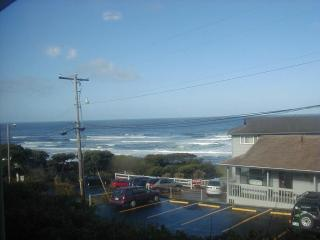 $50/$65 Cozy Comfortable one bedroom Ocean View Condo - Lincoln City vacation rentals