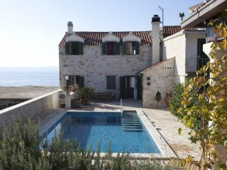 Traditional Dalmatian stone villa with pool - Sumartin vacation rentals